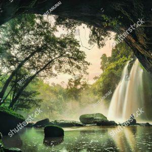 Фотообои Вид на водопад из пещеры
